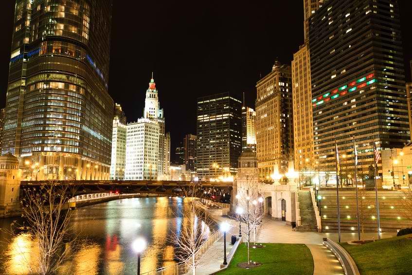 123rf Chicago River 12996754_m